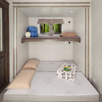 Versa-Queen as a queen bed with the above bunk flipped down May Show Optional Features. Features and Options Subject to Change Without Notice.